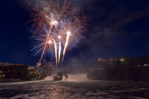 Grosses Rheinfall-Feuerwerk «Fire on the rocks!»