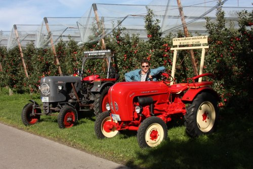 Tractors in front of the typical Lake Constance orchards