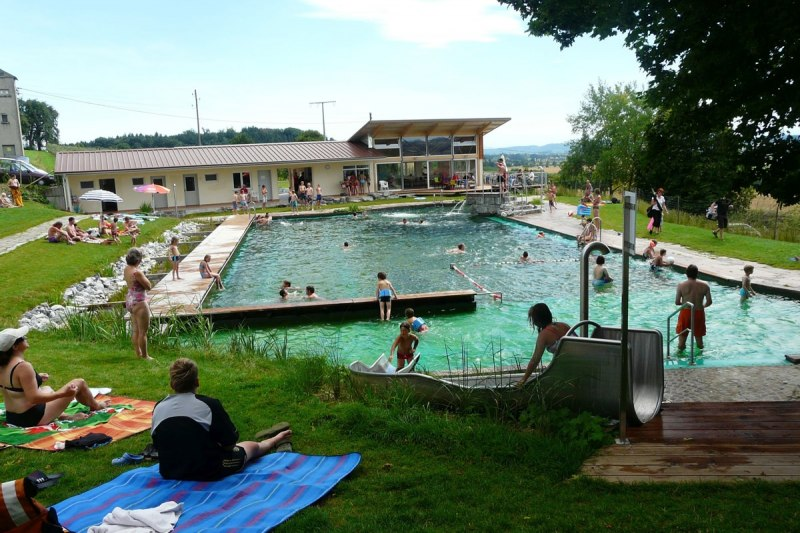 Relaxation and fun in the natural swimming pool Frickingen-Leutstetten